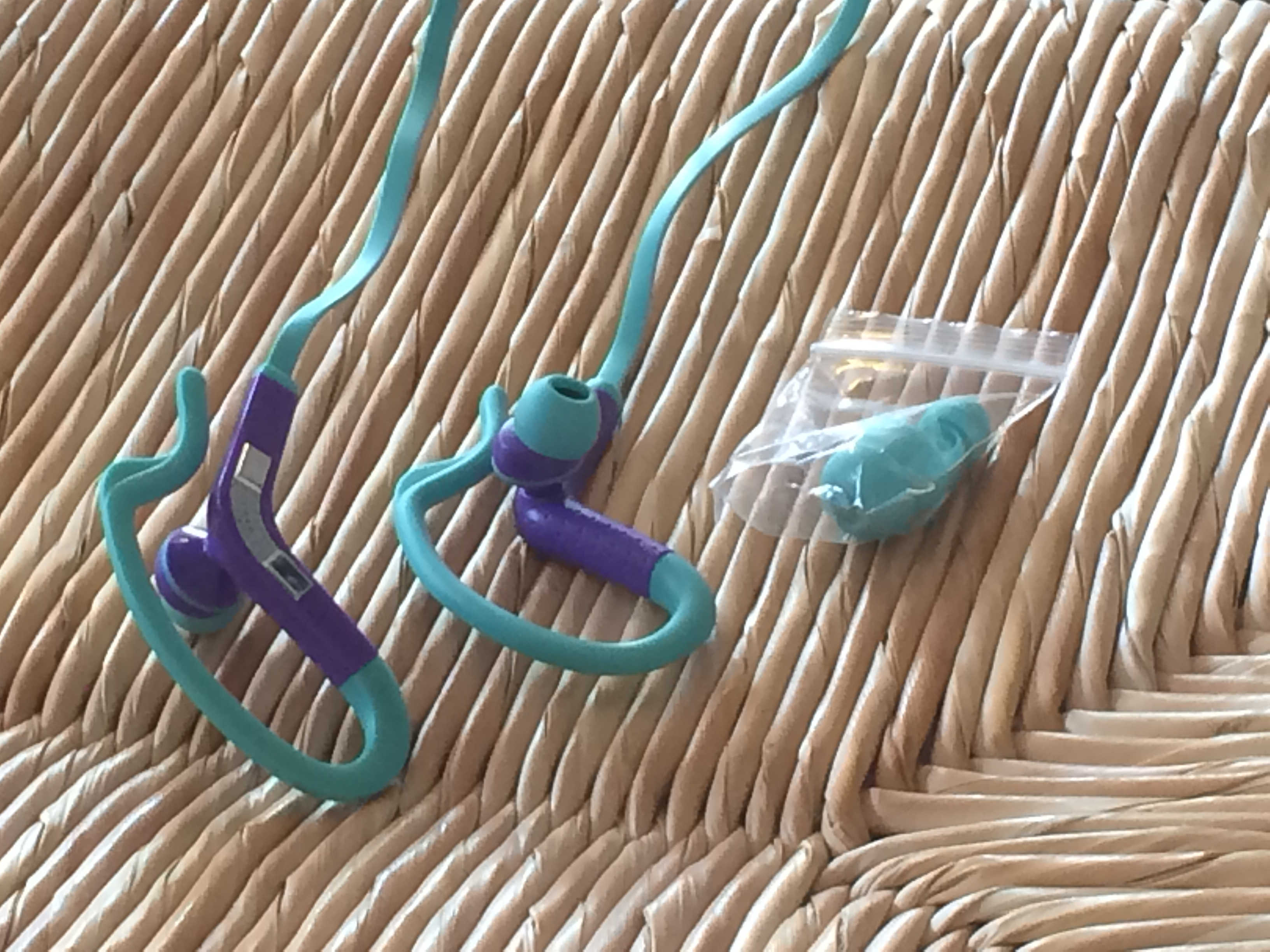 Review on Aduro Sport EC10 Sweatproof Stereo Earbuds w/ Mic: Turquoise